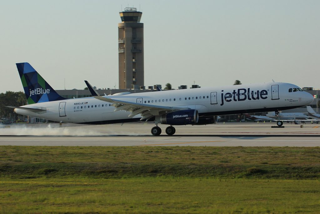 JetBlue Airways N993JE Fly Like You Mint It Airbus A321 200 landing at FLL
