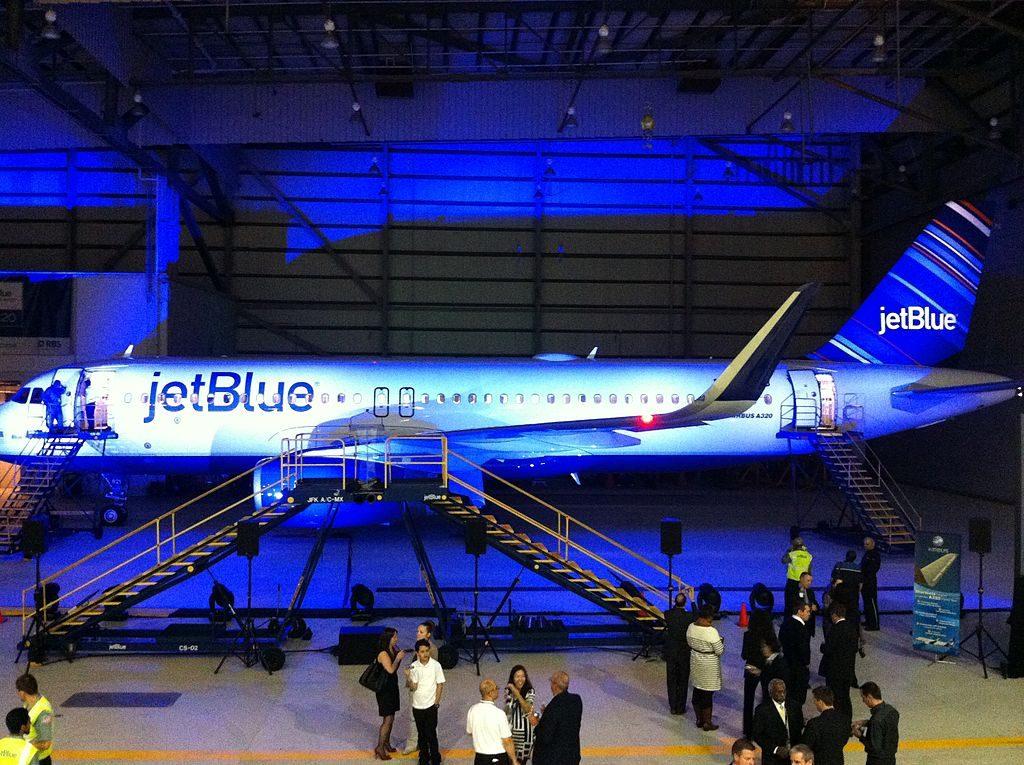 JetBlues sharkletted N821JB Blue Yorker Airbus A320 200wl