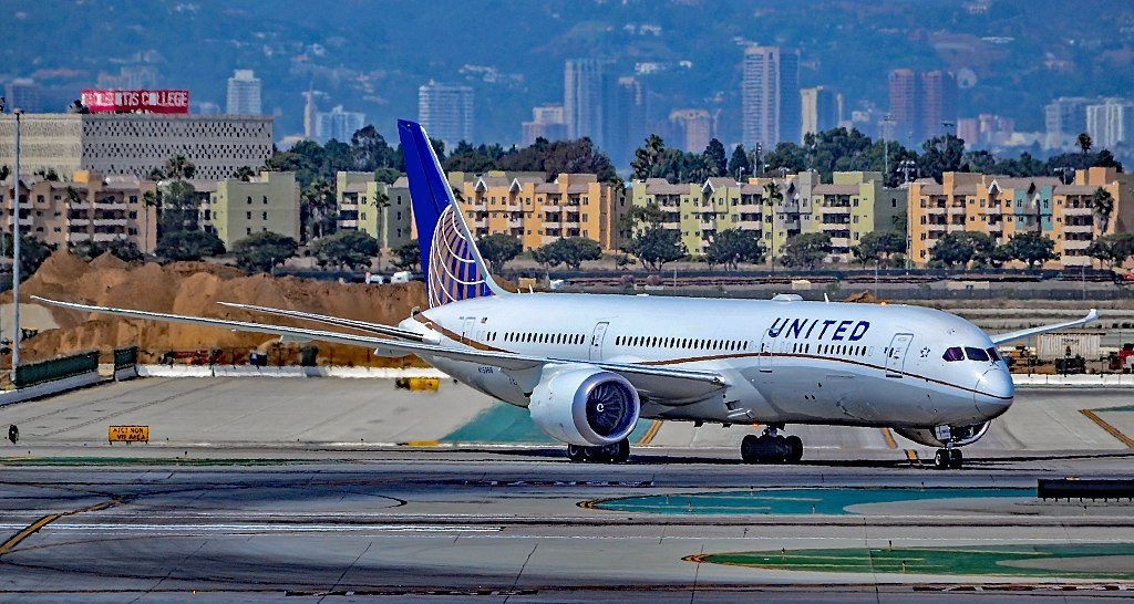 N15969 United Airlines Boeing 787 9 Dreamliner s n 60142 taxiing at Los Angeles International Airport IATA LAX ICAO KLAX FAA LID LAX