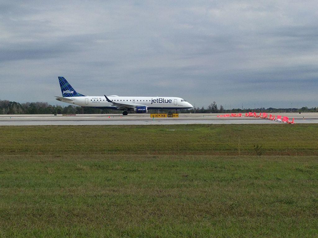 N306JB JetBlue Airways Embraer ERJ 190 100IGW 190AR Blue Orleans at Orlando International Airport