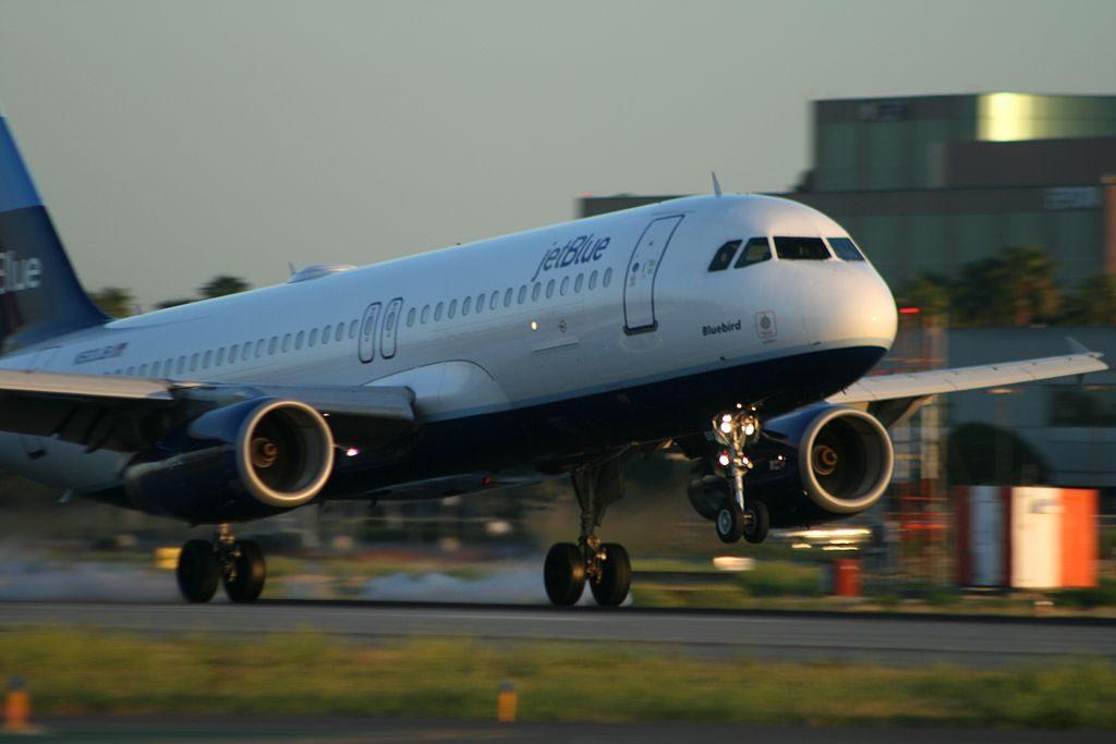 N503JB Airbus A320 232 jetBlue Airways Bluebird landing at Long Beach Airport