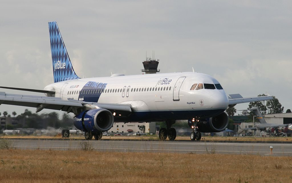 N516JB JetBlue Airways Airbus A320 232 cn 1302 Royal Blue landing at Long Beach Airport