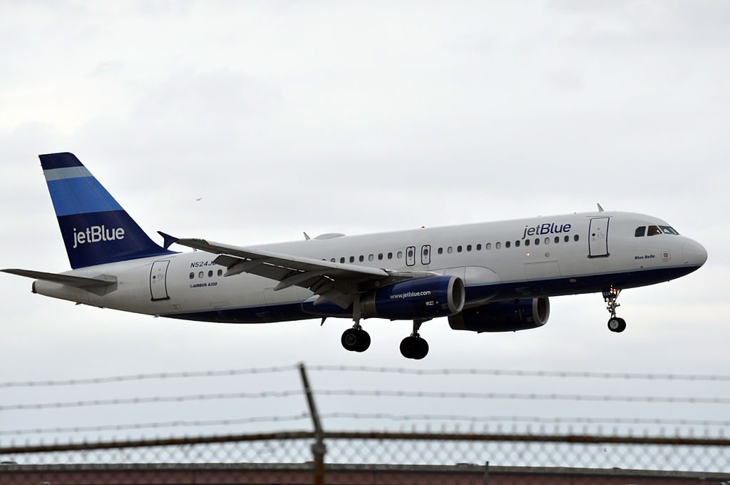 N524JB Airbus A320 200 JetBlue Airways Blue Belle on final at Fort Lauderdale – Hollywood International Airport