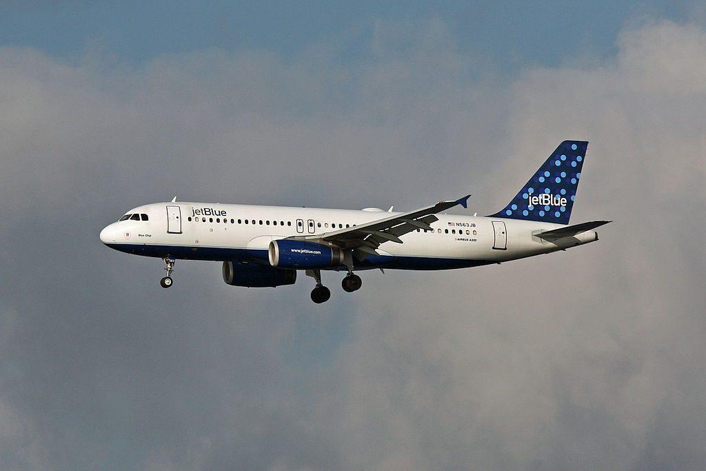 N563JB JetBlue Airways Airbus A320 232 Blue Chip final approach at Logan International Airport