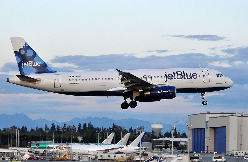 N564JB JetBlue Airways Airbus A320 232 Absolute Blue final approach at Snohomish County Airport Paine Field