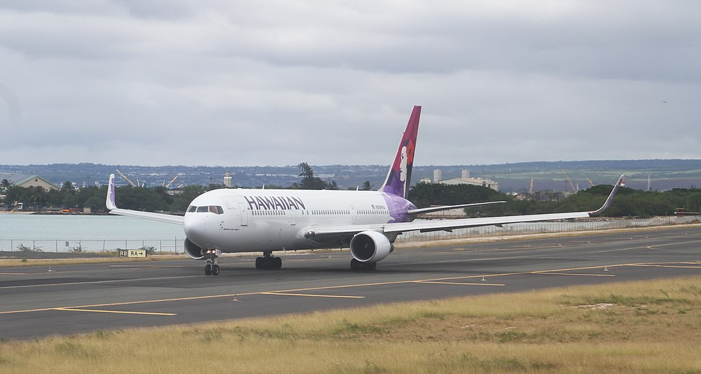 N581HA Manu o Ku Hawaiian Airlines Boeing 767 33AERWL landing and takeoff photos