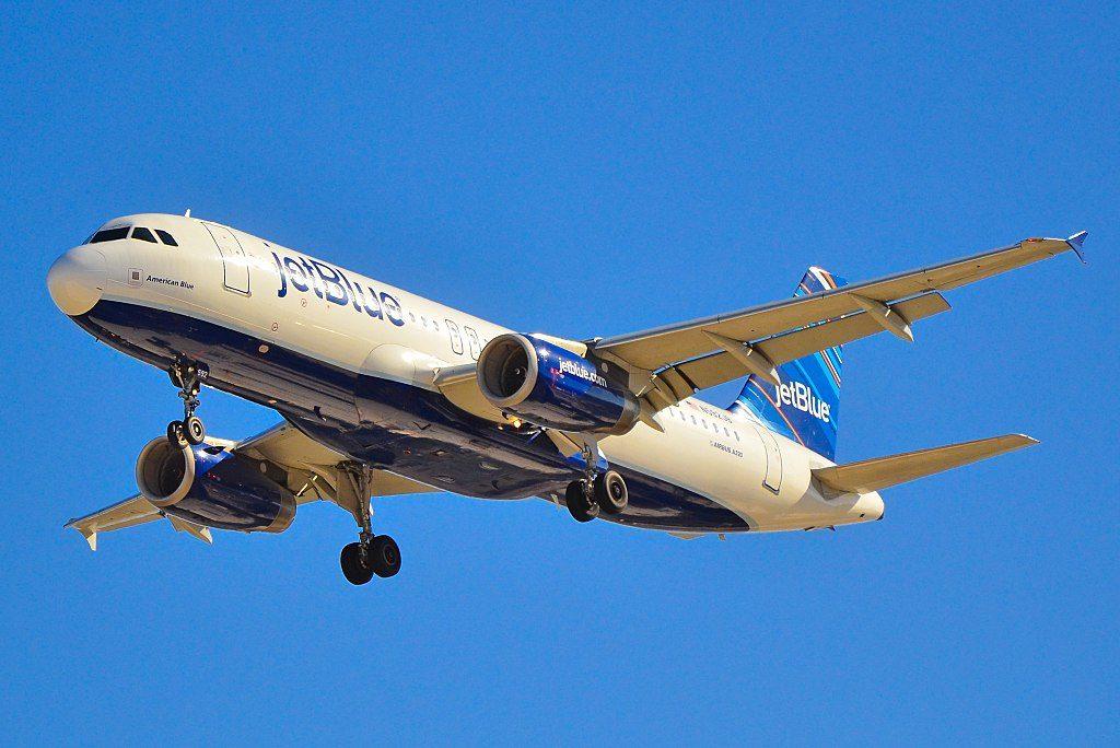 N592JB jetBlue Airways Airbus A320 232 sn 2259 American Blue short final at McCarran International Airport LAS KLAS USA