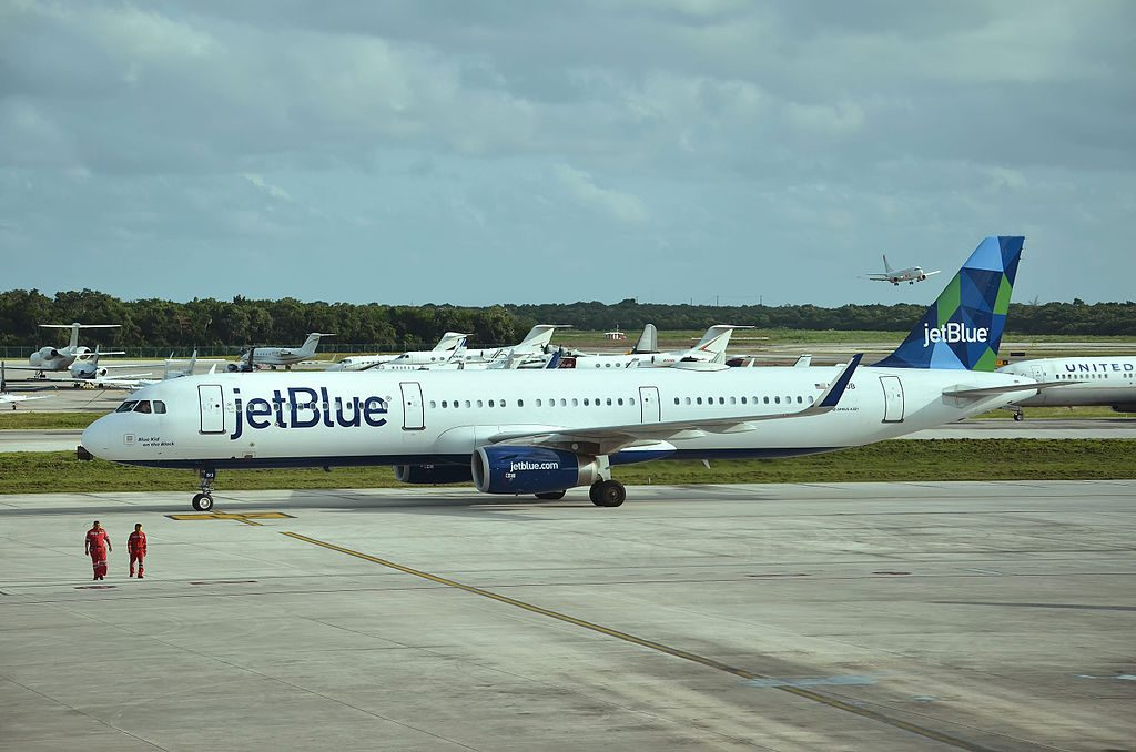 N913JB Airbus A321 231 JetBlue Airways Blue Kid On The Block at Cancún International Airport IATA CUN ICAO MMUN Mexico
