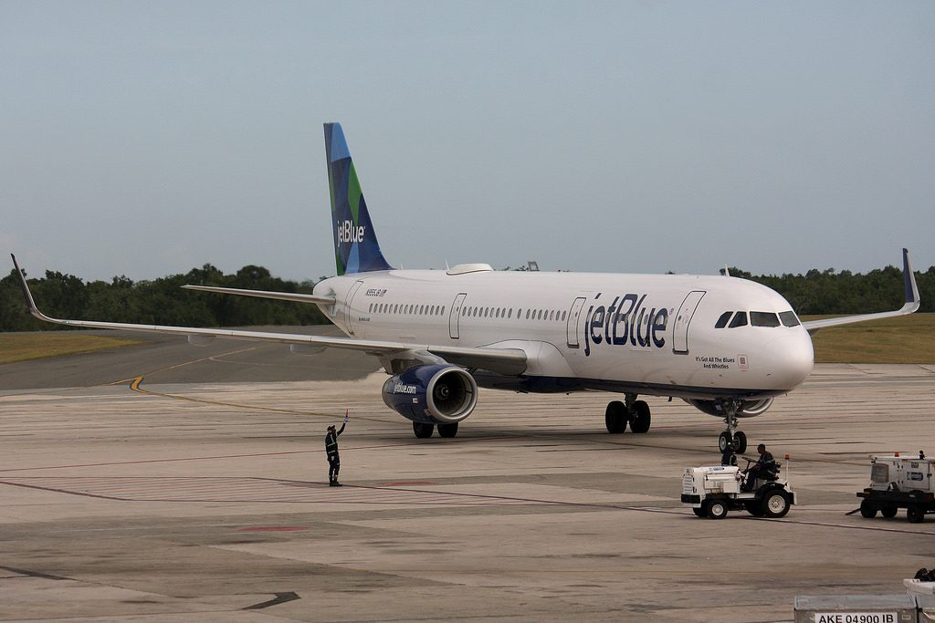 N955JB Airbus A321 200 JetBlue Airways Its Got All The Blues And Whistles at Las Américas International Airport