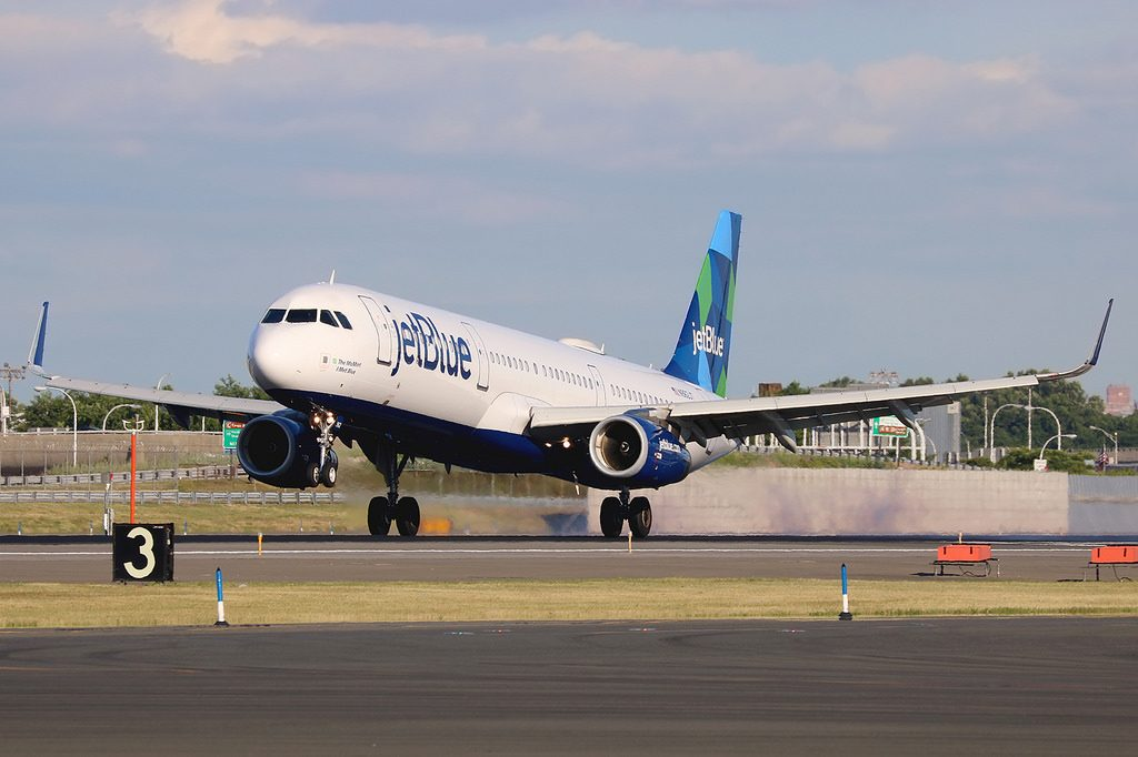 N962JT Airbus A321 231wl jetBlue Airways The MoMint I Met Blue aircraft landing photos