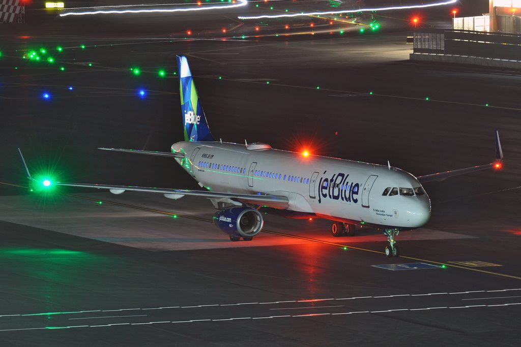 N986JB Mike India November Tango Airbus A321 200 JetBlue Airways Fleet arrival at SFO Airport
