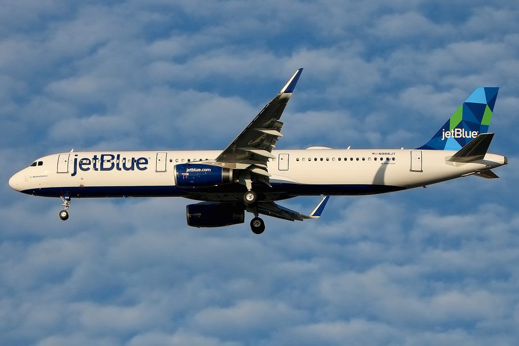 N988JT Airbus A321 231W jetBlue Airways aircraft fleet Menta licious on final at JFK Airport