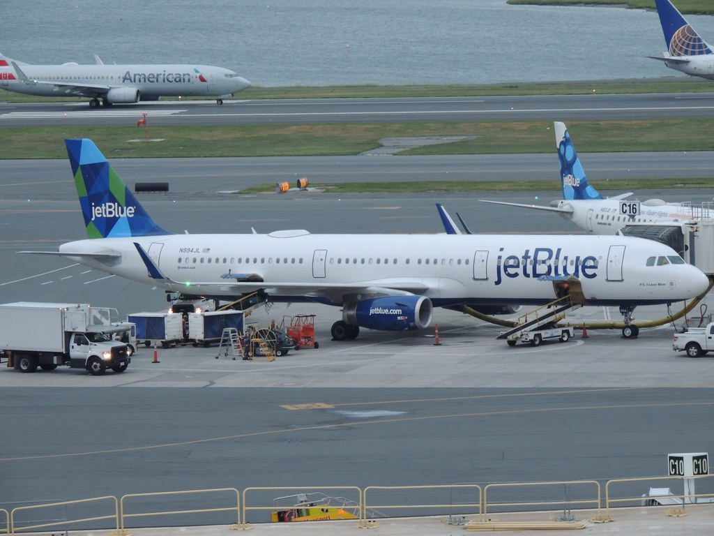 N994JL P.S I Love Blue JetBlue Airways Narrow Body Aircraft Airbus A321 200