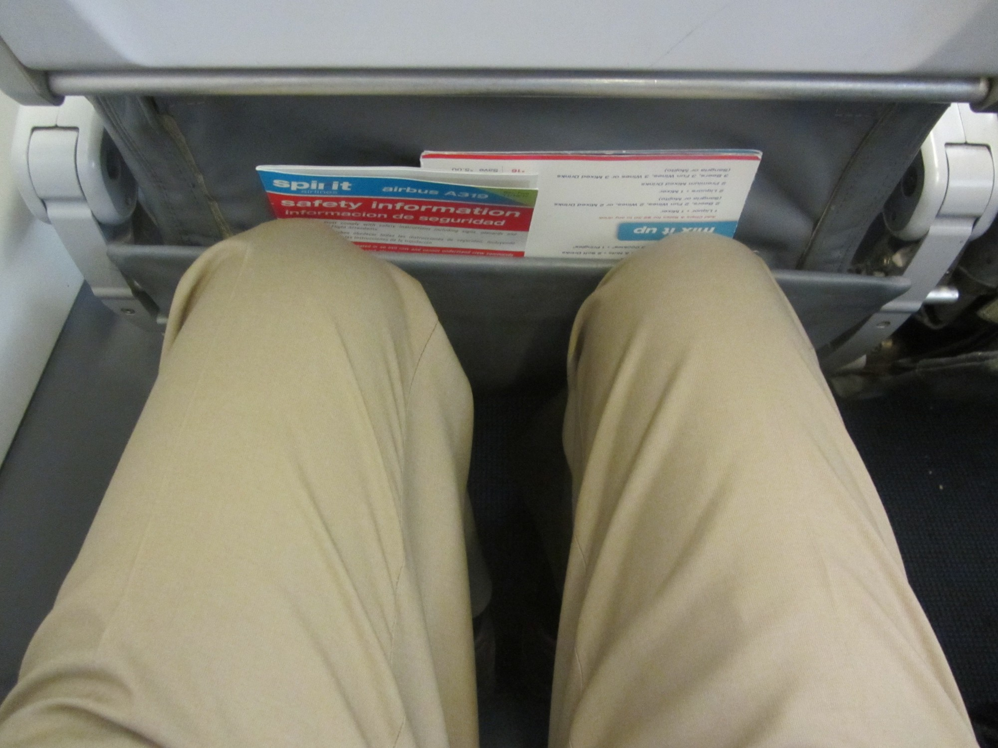 Spirit Airlines Airbus A319 100 cabin standard economy class seats pitch legroom photos