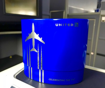 United Airlines Aircraft Fleet Boeing 787 8 Dreamliner Polaris BusinessFirst Class Cabin Amenity Kit Photos