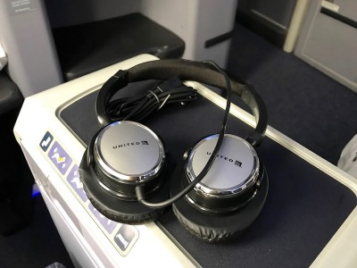 United Airlines Aircraft Fleet Boeing 787 8 Dreamliner Polaris BusinessFirst Class Cabin Inflight Amenities Headphones