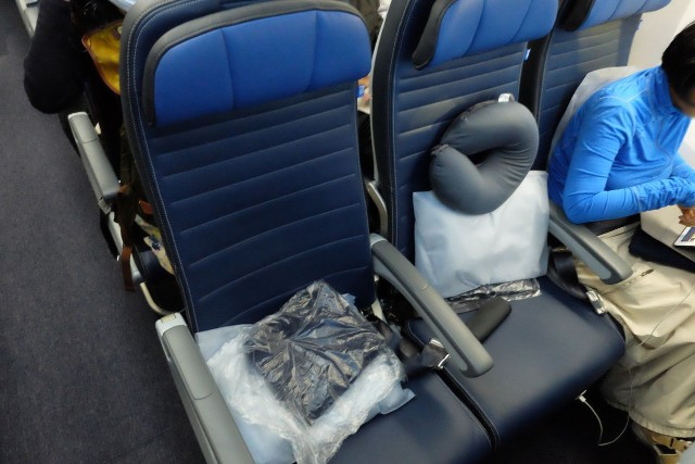 United Airlines Aircraft Fleet Boeing 787 9 Dreamliner Economy Class Cabin Aisle Seats with pillow and blanket preplaced