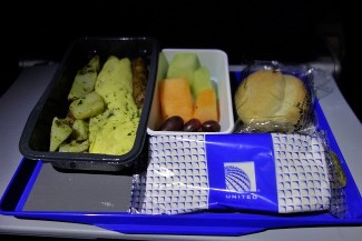 United Airlines Aircraft Fleet Boeing 787 9 Dreamliner Economy Class Cabin Breakfast Services omelet with roasted potatoes and sausage link