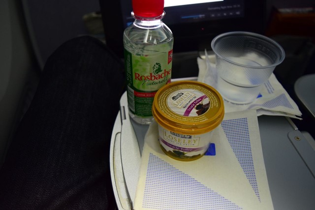 United Airlines Aircraft Fleet Boeing 787 9 Dreamliner Economy Plus Premium Eco Class Cabin ice cream services after meal