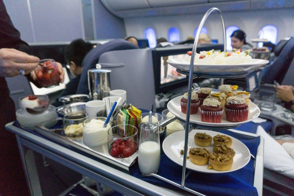 United Airlines Aircraft Fleet Boeing 787 9 Dreamliner Polaris Business Class Cabin food and beverages dessert cart cupcakes tarts pavlova and ice cream sundaes