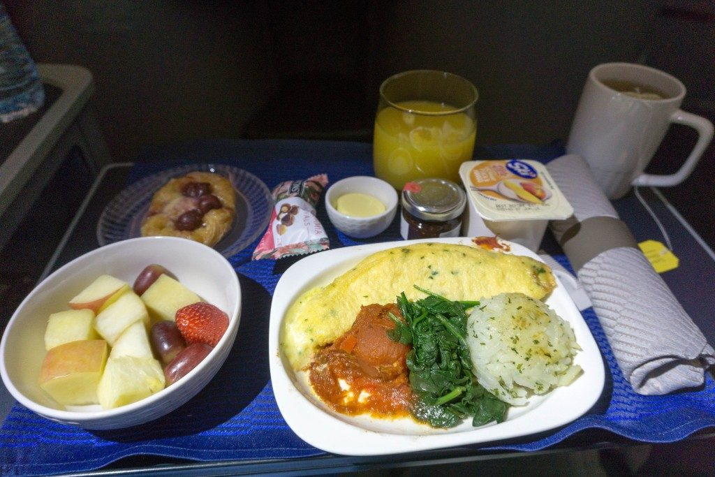 United Airlines Aircraft Fleet Boeing 787 9 Dreamliner Polaris Business Class Cabin food and beverages pre arrival meal omelet