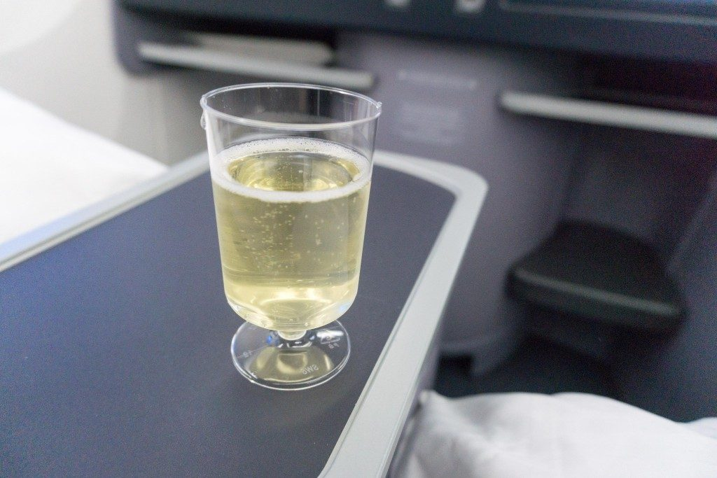 United Airlines Aircraft Fleet Boeing 787 9 Dreamliner Polaris Business Class Cabin food and beverages welcome drinks sparkling wine