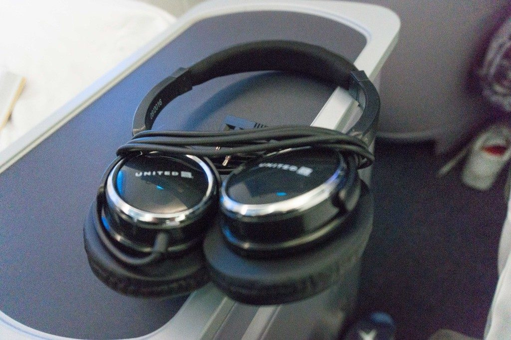 United Airlines Aircraft Fleet Boeing 787 9 Dreamliner Polaris Business Class Cabin inflight amenities headphones provided offer a degree of noise canceling and had decent sound quality