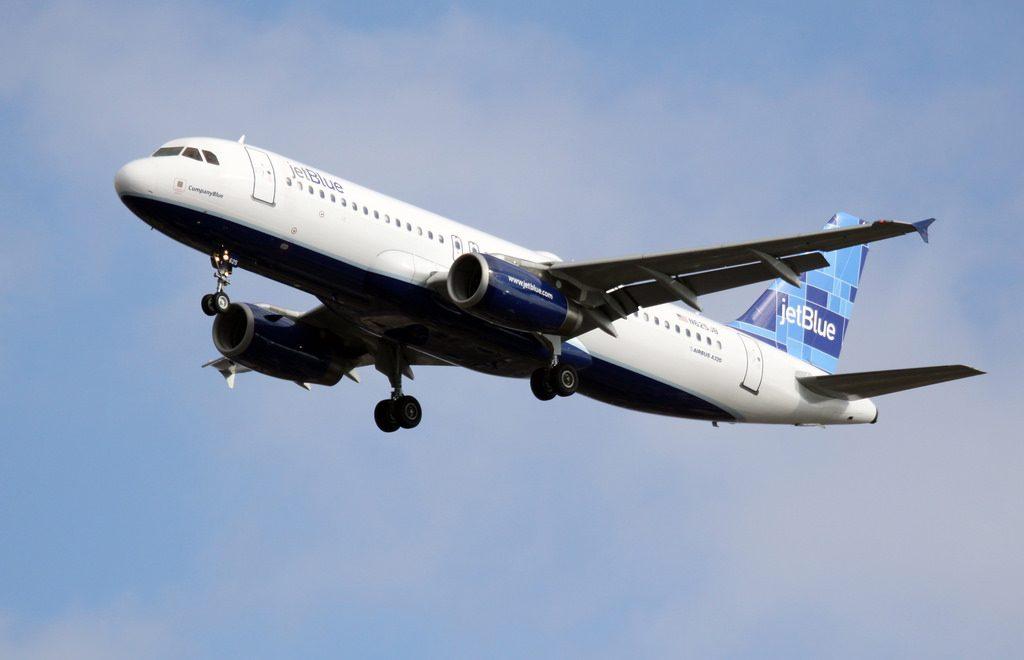 jetBlue Airbus A320 232 N625JB Company Blue at JFK