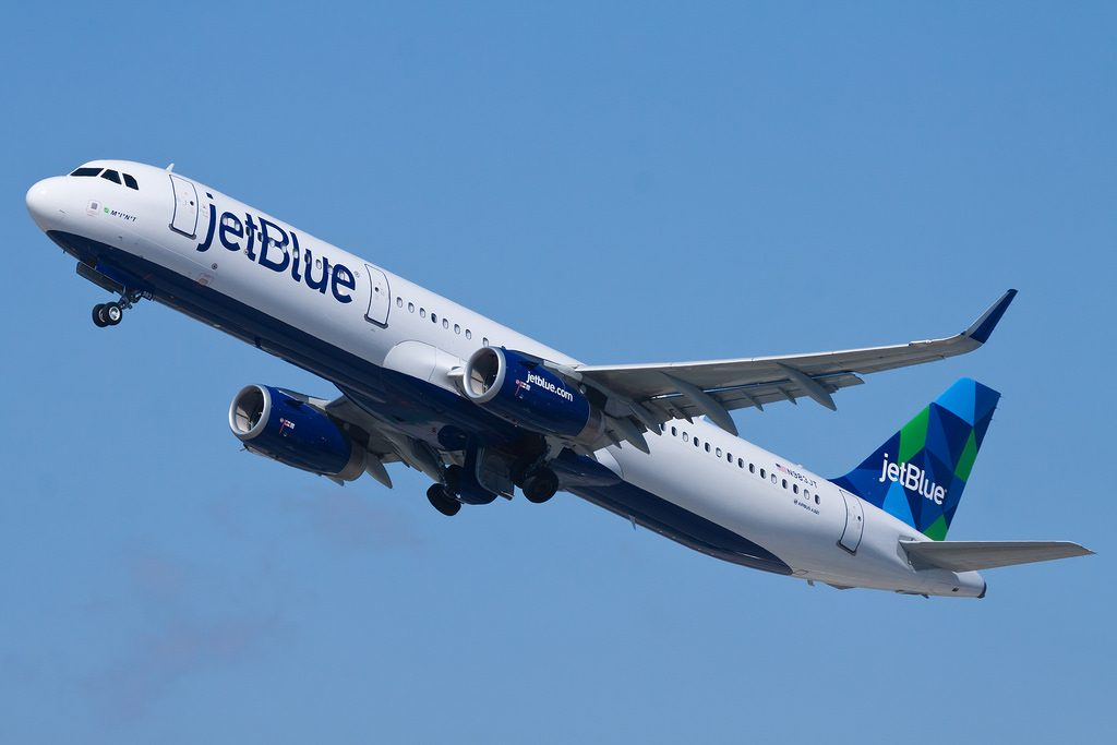 jetBlue Airways Airbus A321 200 sharklets N983JT MINT departing for New York JFK