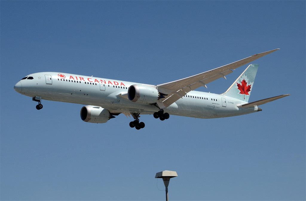 Air Canada 787 9 Dreamliner C FRSE on final approach to LAX Runway 24R