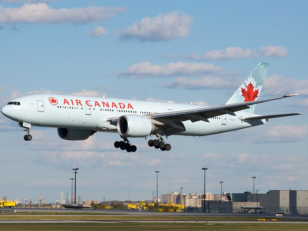 Air Canada Boeing 777 200LR C FIUA arriving on 33L at YYZ Toronto Pearson International Airport