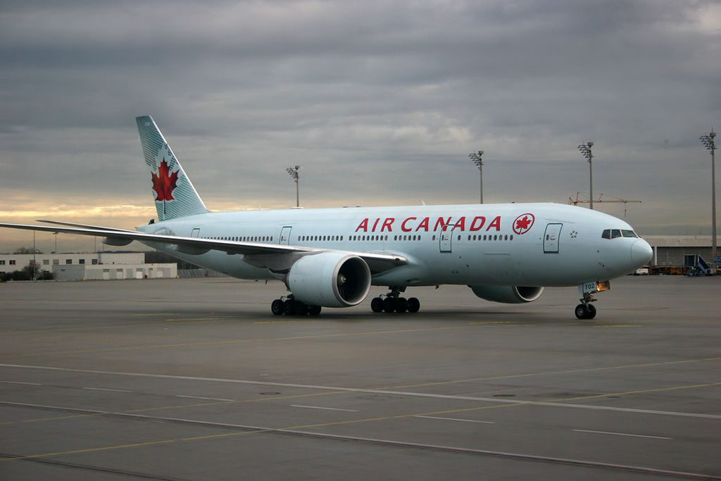Air Canada Boeing 777 200LR C FIUF taxiing at Munich EDDMMUC Airport