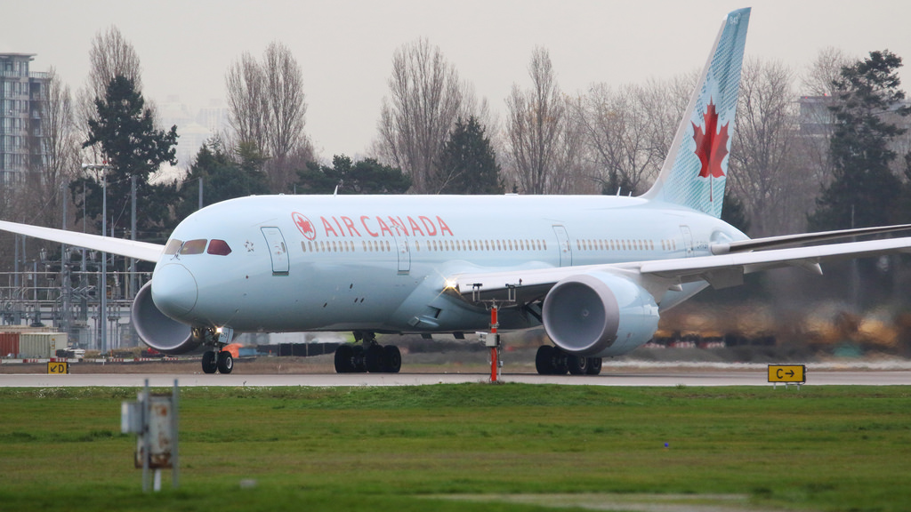 Air Canada Boeing 787 9 Dreamliner C FKSV at Vancouver International Airport