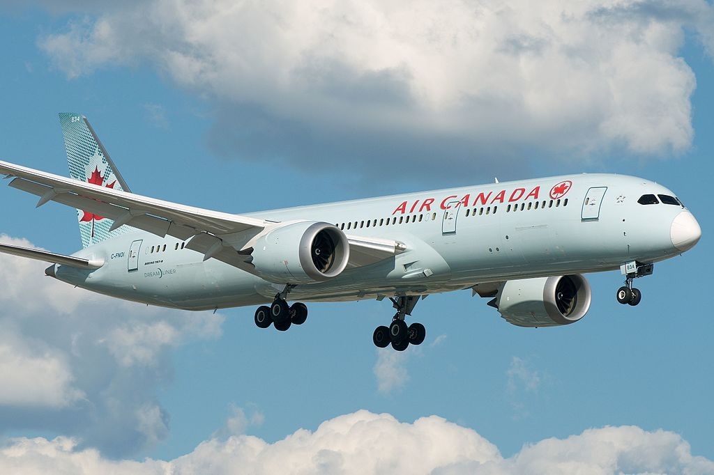 Air Canada Boeing 787 9 Dreamliner C FNOI final approach at Toronto Pearson International Airport