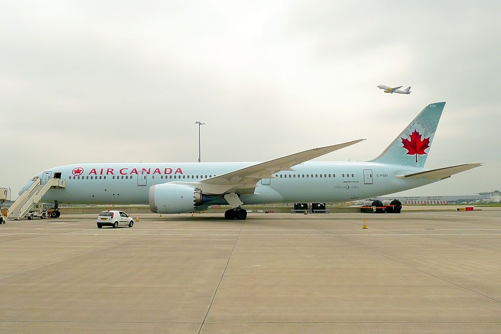 Air Canada C FGEI Boeing 787 9 Dreamliner at London Heathrow Airport