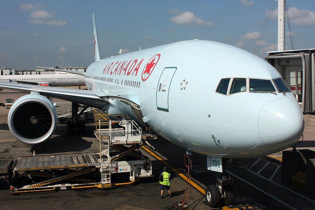 Air Canada C FIUJ Boeing 777 200LR at London Heathrow