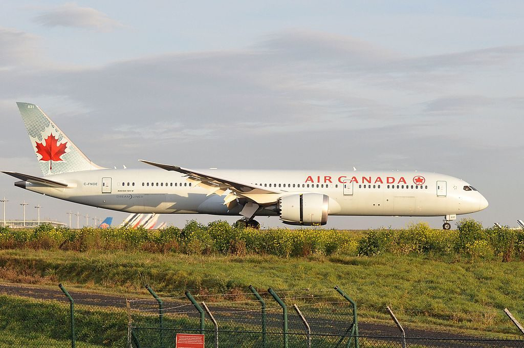 Air Canada C FNOE Boeing 787 9 Dreamliner at Paris Charles de Gaulle Airport