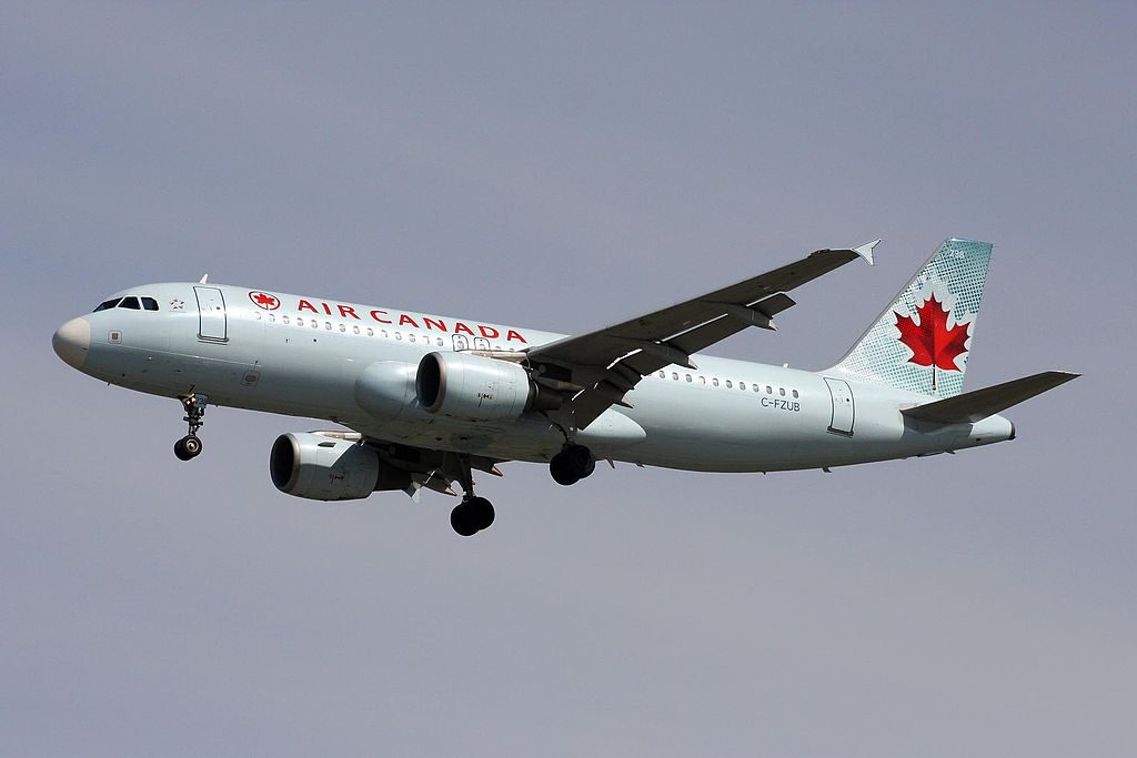 Air Canada C FZUB Airbus A320 214 on final approach at YVR