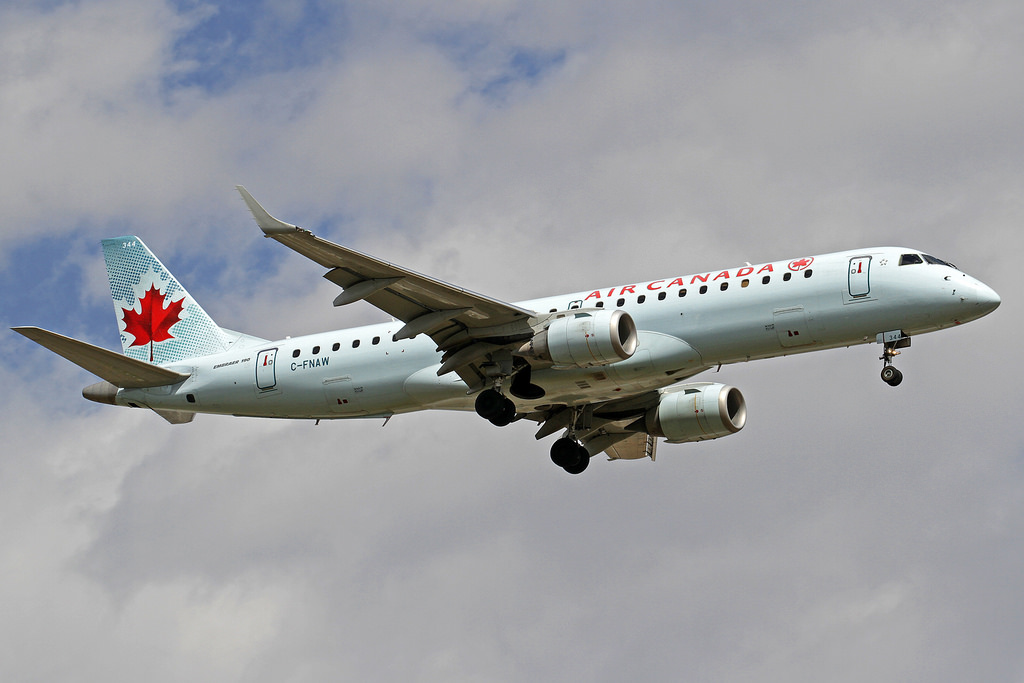 Air Canada Embraer ERJ 190 100IGW C FNAW at Calgary International Airport