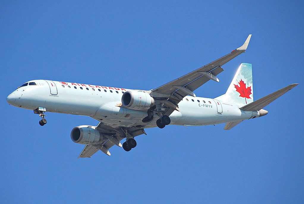 Air Canada Embraer ERJ190 C FMYV on final approach at LAX Airport