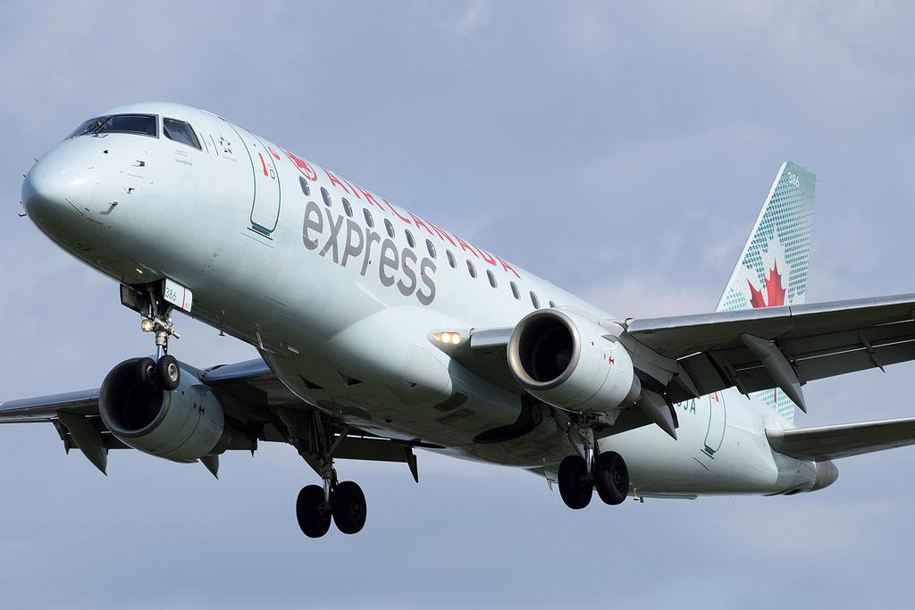 Air Canada Express Sky Regional Airlines Embraer E175 C FUJA at KDCA Washington Ronald Reagan National