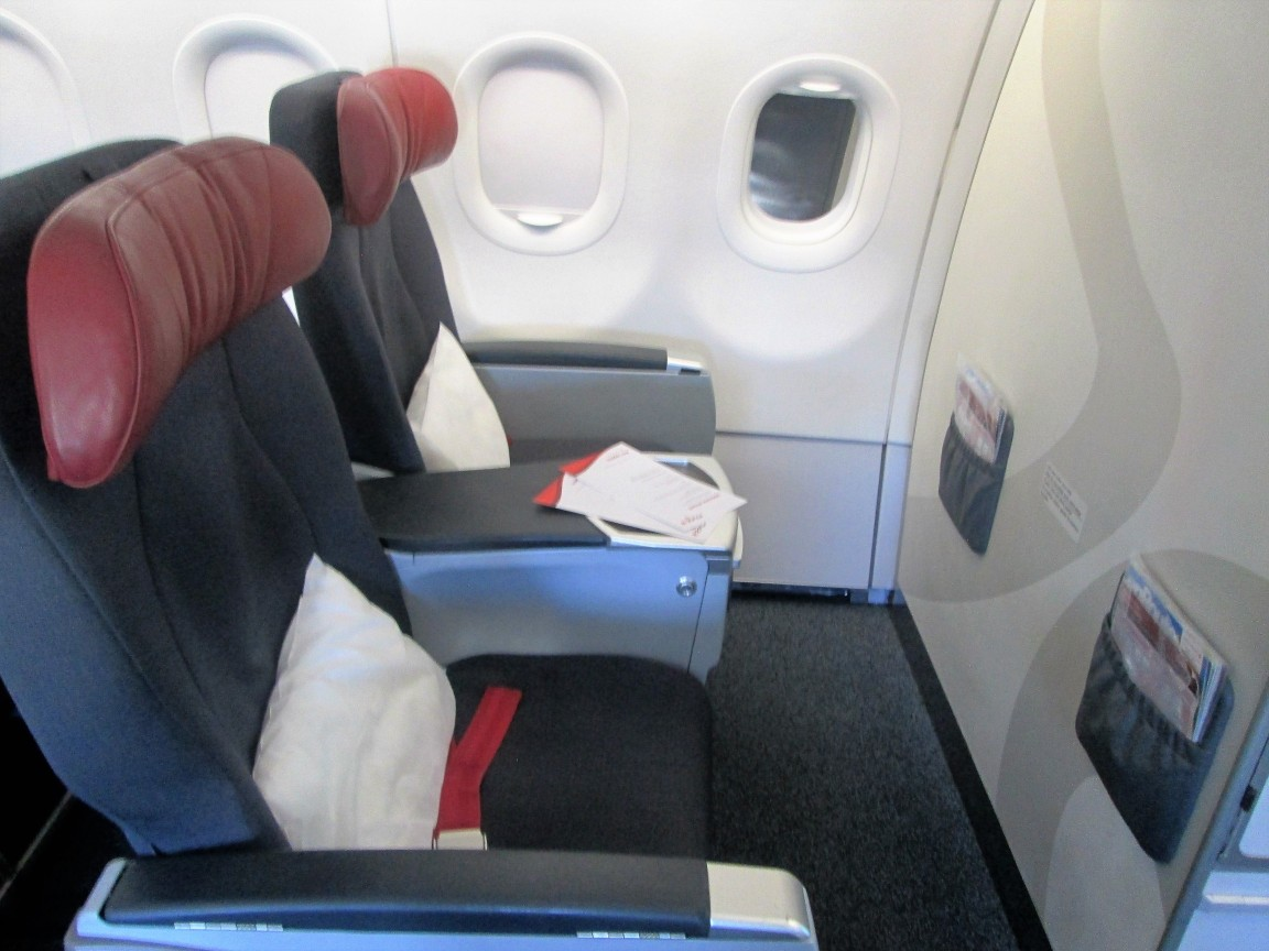 Air Canada Rouge Airbus A321 200 premium economy rouge cabin bulkhead seats photos