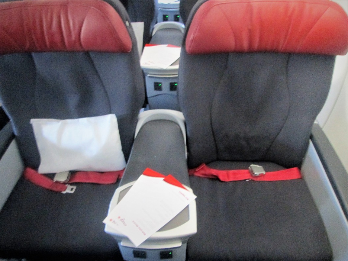 Air Canada Rouge Airbus A321 200 premium economy rouge cabin comfort seats armrest