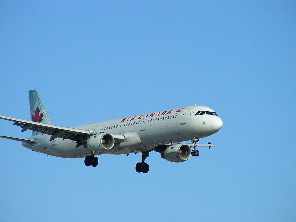 Air Canada aircraft fleet C GIUE Airbus A321 200 photos