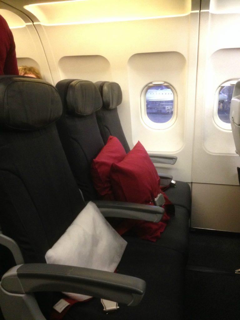 Airbus A319 100 Air Canada Rouge Cabin Interior Premium Seats Layout