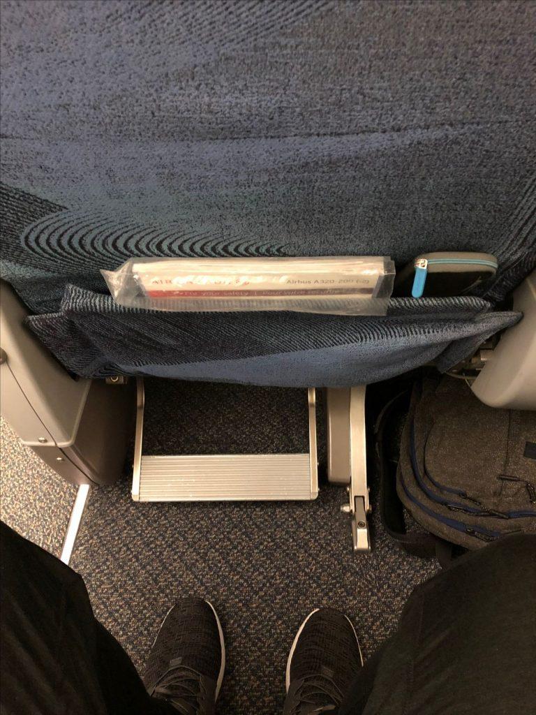 Airbus A320 200 Air Canada aircraft business class cabin seats pitch legroom photos