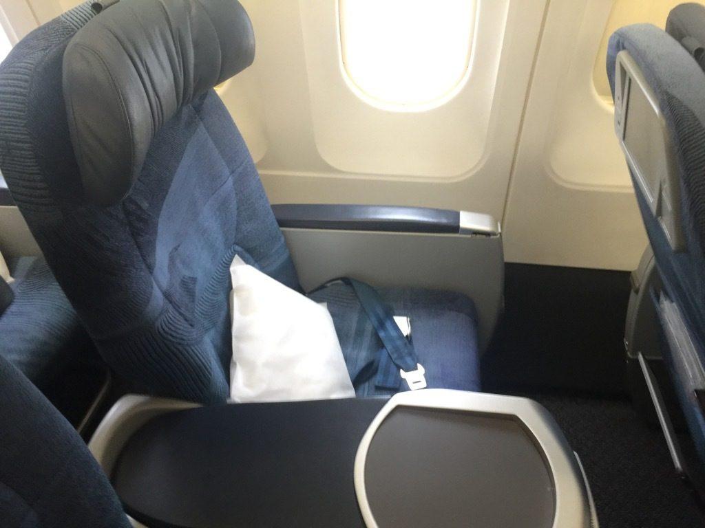 Airbus A320 200 Air Canada aircraft business class cabin standard narrowbody seats photos