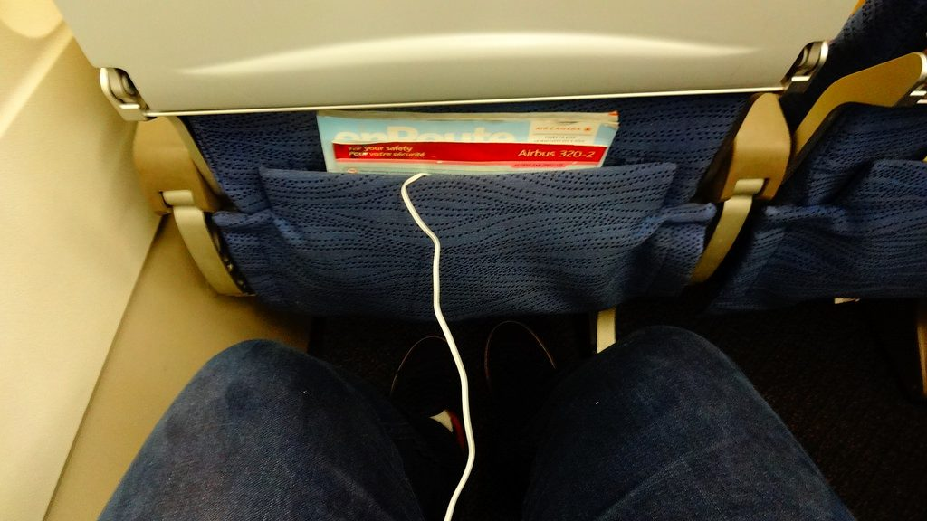 Airbus A320 200 Air Canada aircraft economy class cabin seats pitch legroom photos