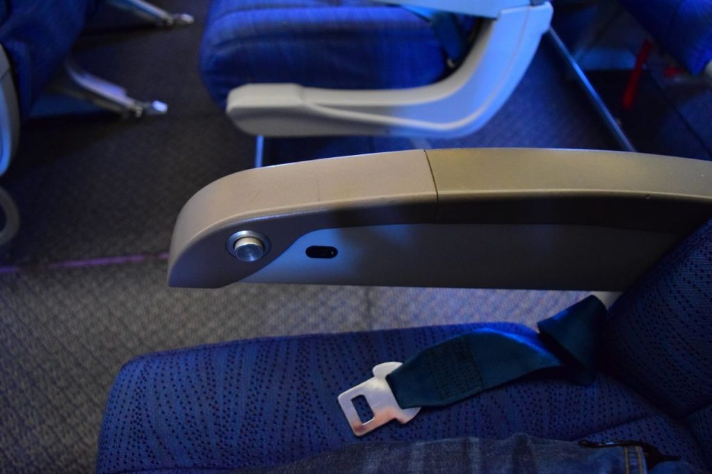 Airbus A320 200 Air Canada fleet economy class standard seats armrest