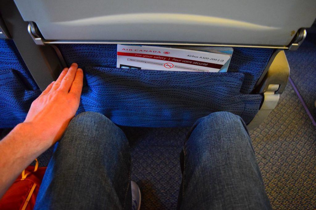 Airbus A320 200 Air Canada fleet economy class standard seats pitch legroom